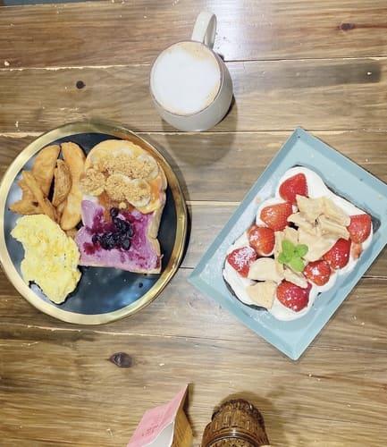 草莓吐司、雙醬吐司早餐盤